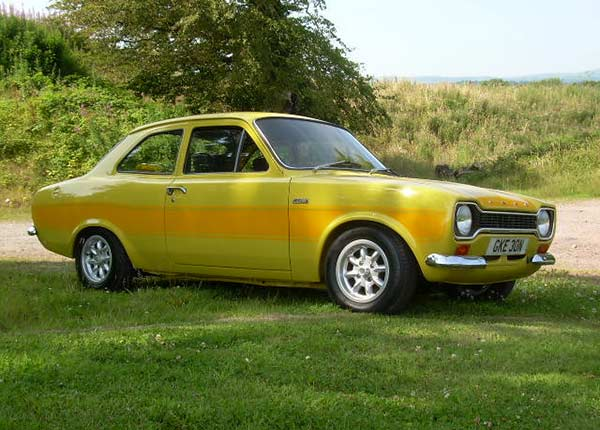 74N-RS-2000-Daytona-Yellow-Eire-The-Escort-Agency